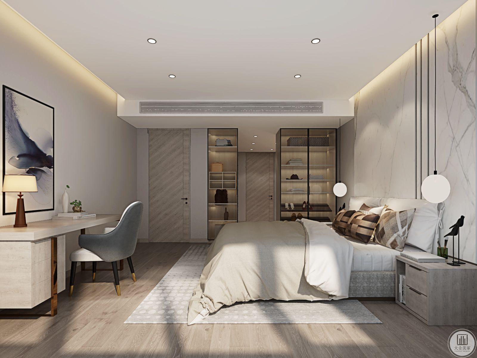 主卧室的设计大气,床也选择了简单的样式。